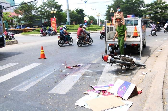 Bị xe bồn cán khi đi thăm người ốm, 2 người phụ nữ đi xe máy thương vong - Ảnh 1.