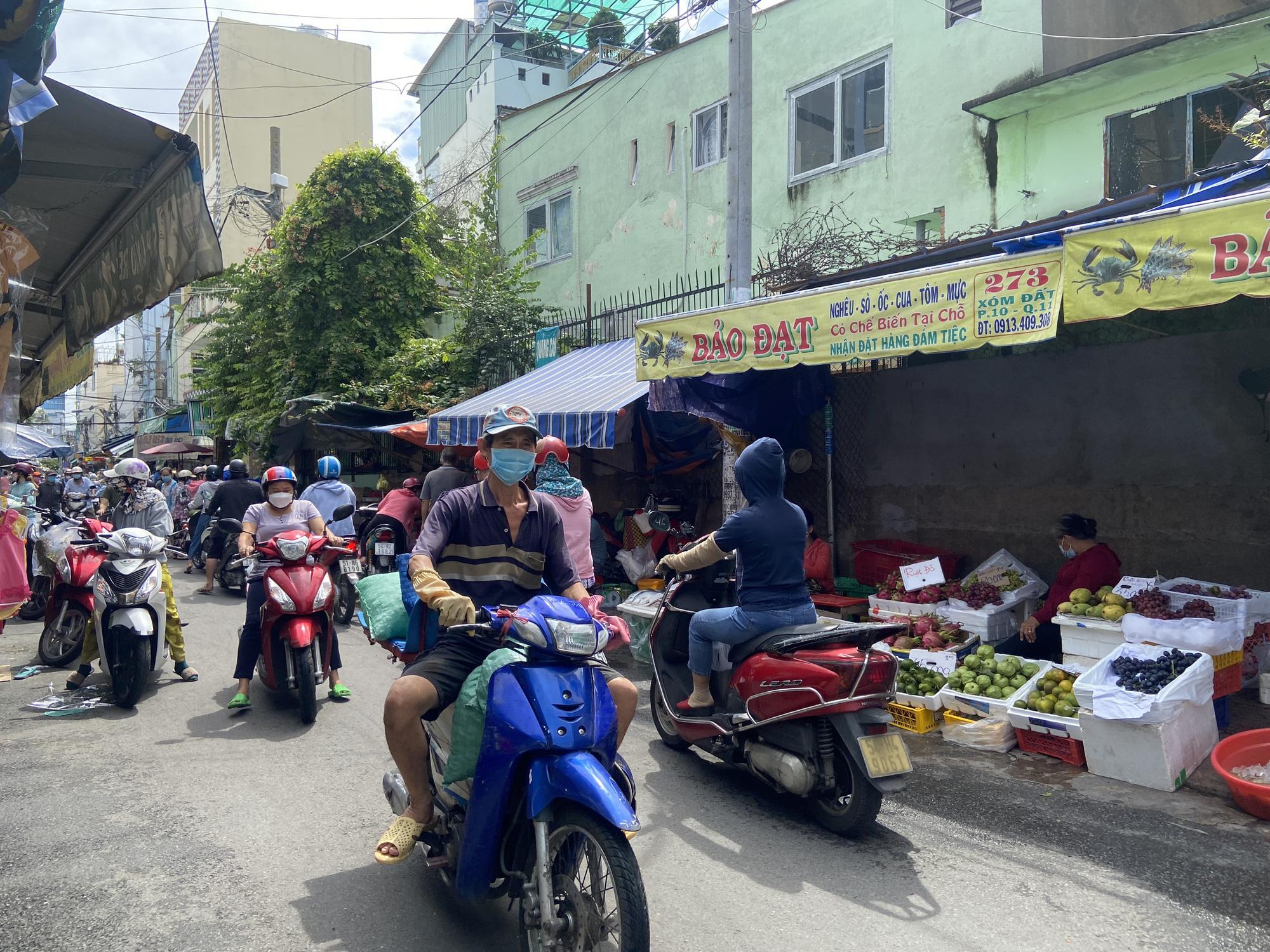 TP.HCM: Chợ truyền thống ế ẩm sau dịch - Ảnh 11.