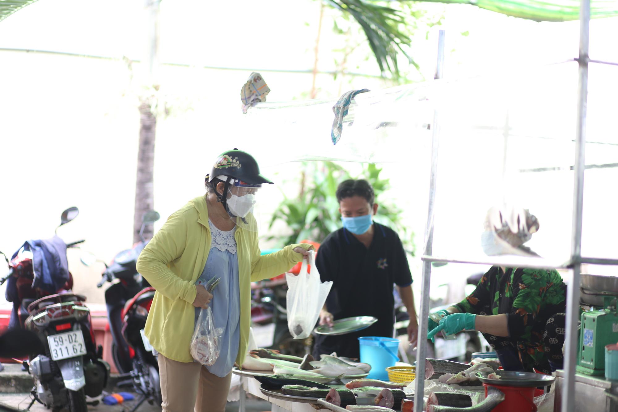 TP.HCM: Chợ truyền thống ế ẩm sau dịch - Ảnh 6.