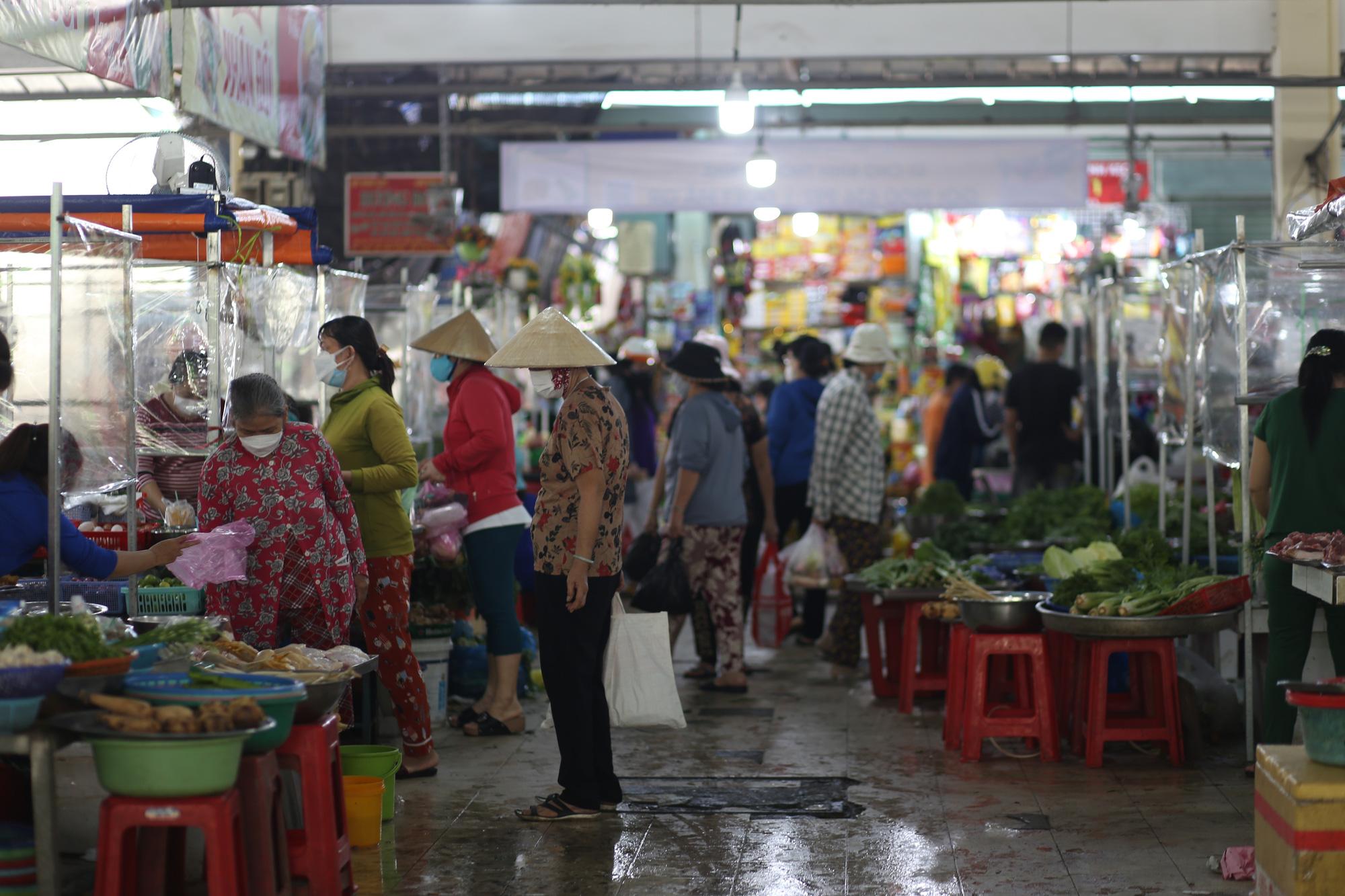 TP.HCM: Chợ truyền thống ế ẩm sau dịch - Ảnh 9.