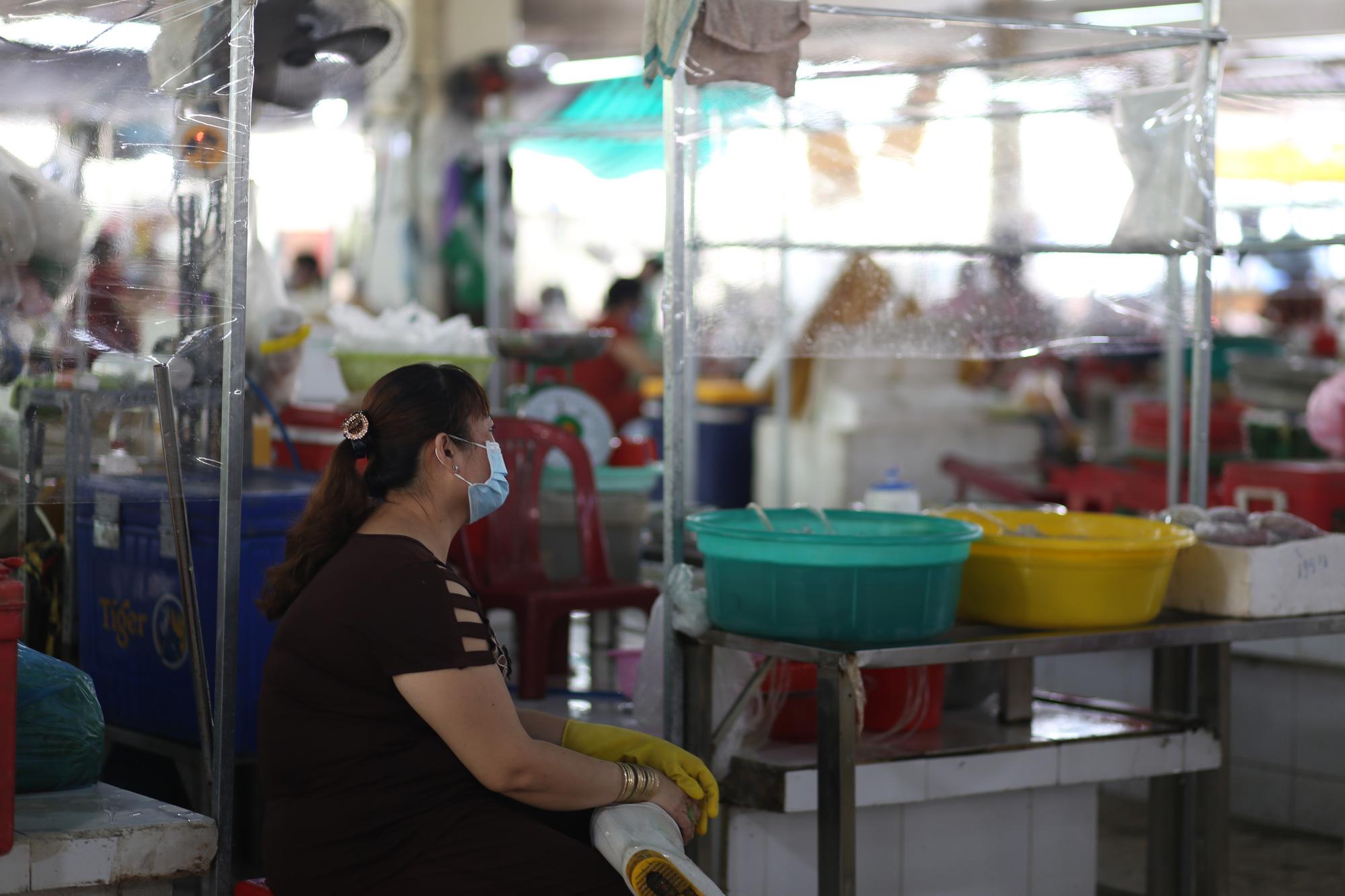 TP.HCM: Chợ truyền thống ế ẩm sau dịch - Ảnh 5.