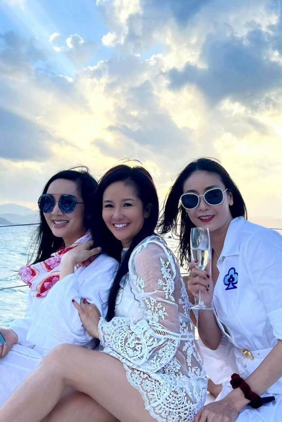 Tóc Tiên tung bộ ảnh phong cách, Hà Hồ chia sẻ khoảnh khắc gia đình hạnh phúc - Ảnh 4.