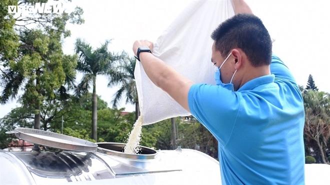 Ảnh: Hải Dương lắp đặt cây 'ATM gạo' miễn phí đầu tiên - Ảnh 3.