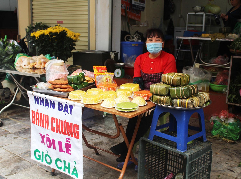 """Gà ngậm hoa hồng đắt khách tại """"chợ nhà giàu"""" Hà Nội ngày Rằm tháng Giêng - Ảnh 7."""