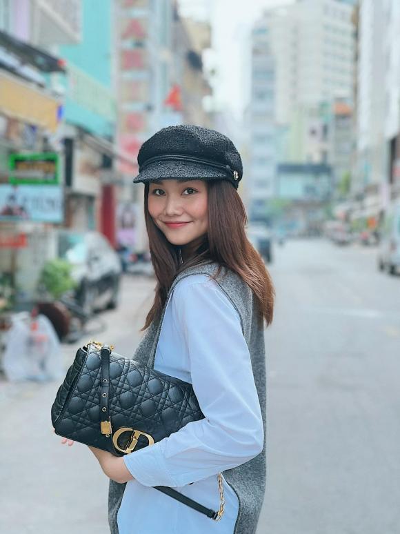 Bảo Thy khoe nhan sắc trẻ trung, Phương Khánh tự tin tạo dáng trên xe buýt - Ảnh 3.