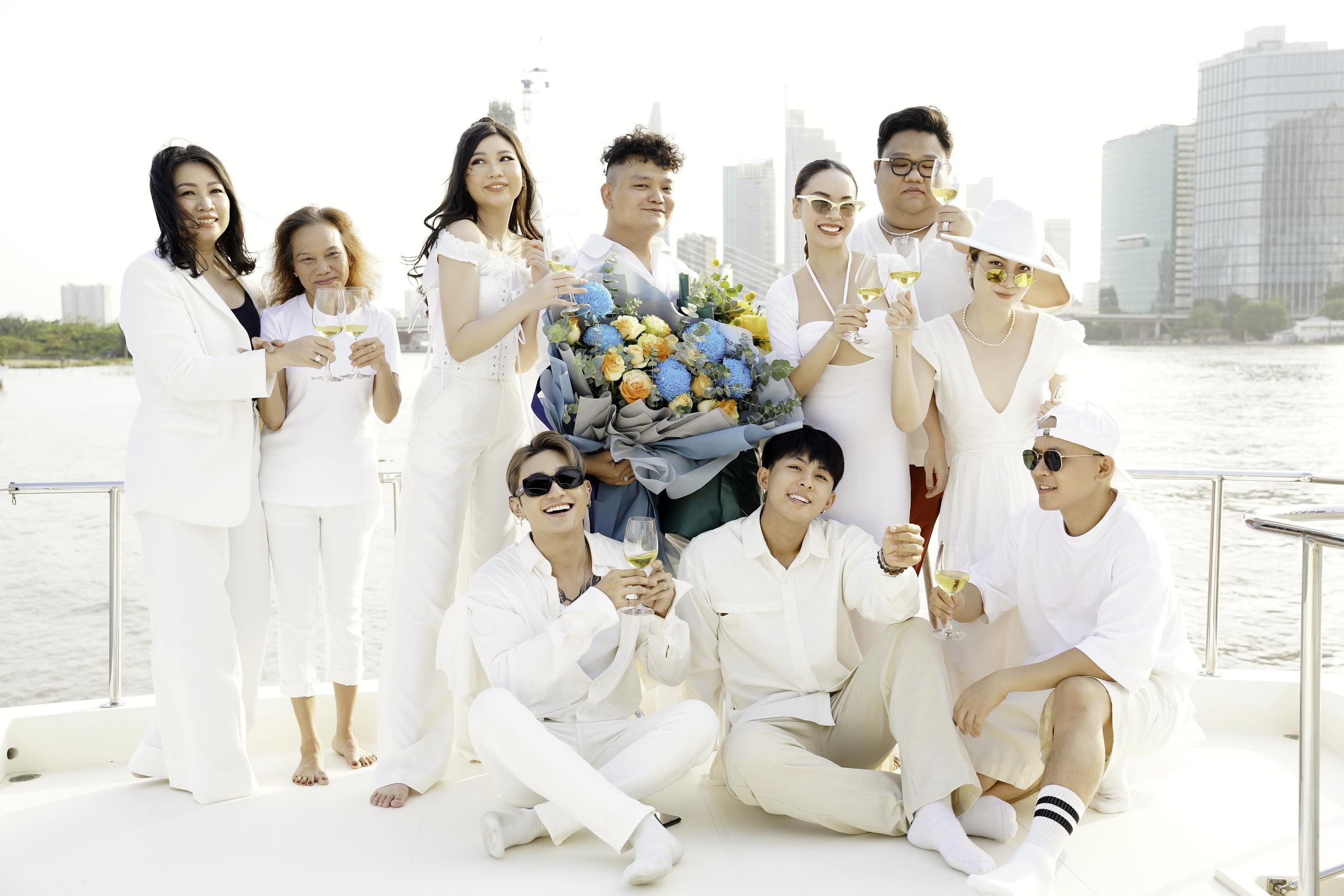 Yến Trang thân thiết bên Trịnh Tú Trung, Hoa hậu nhí cao 1m74 Ngọc Lan Vy chiếm spotlight vì quá xinh đẹp - Ảnh 6.