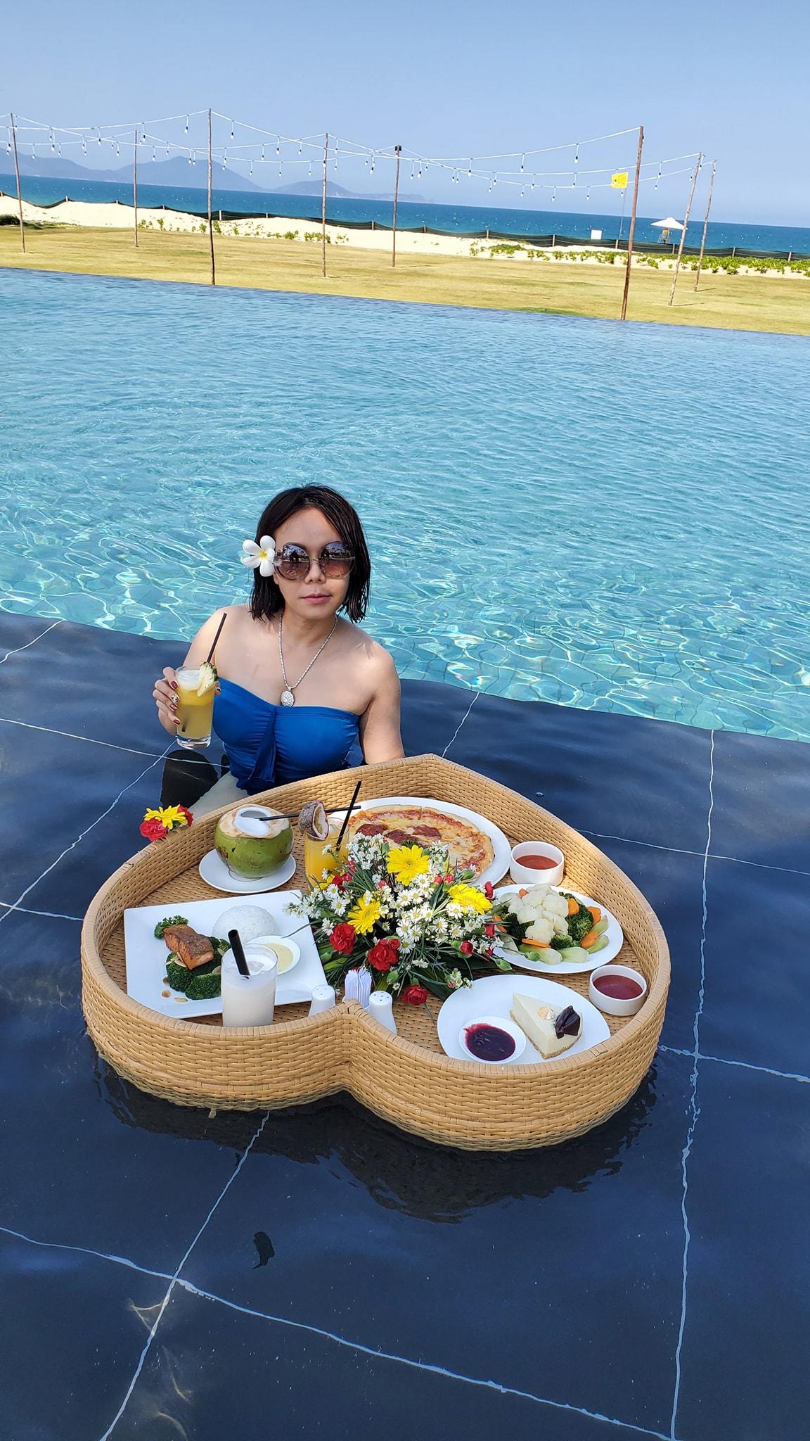 Hình ảnh mặc đồ bơi gợi cảm hiếm hoi của danh hài Việt Hương - Ảnh 2.