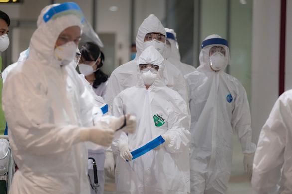 Thêm 3 ca nhập cảnh mắc COVID-19, Việt Nam có 2.475 bệnh nhân COVID-19 - Ảnh 1.
