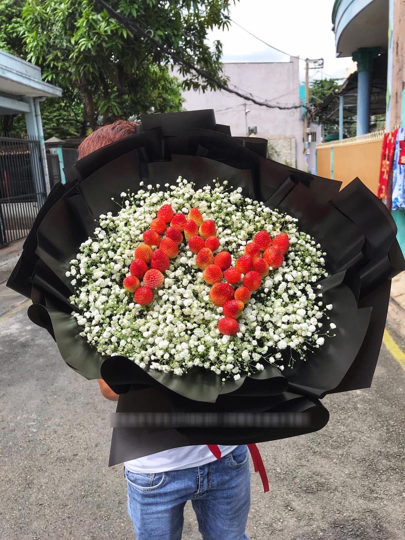 """""""Bỏng tay"""" với bó hoa dâu tây siêu lạ, ngắm đẹp, ăn ngon dịp 8/3 - Ảnh 3."""