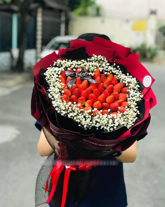 """""""Bỏng tay"""" với bó hoa dâu tây siêu lạ, ngắm đẹp, ăn ngon dịp 8/3 - Ảnh 2."""