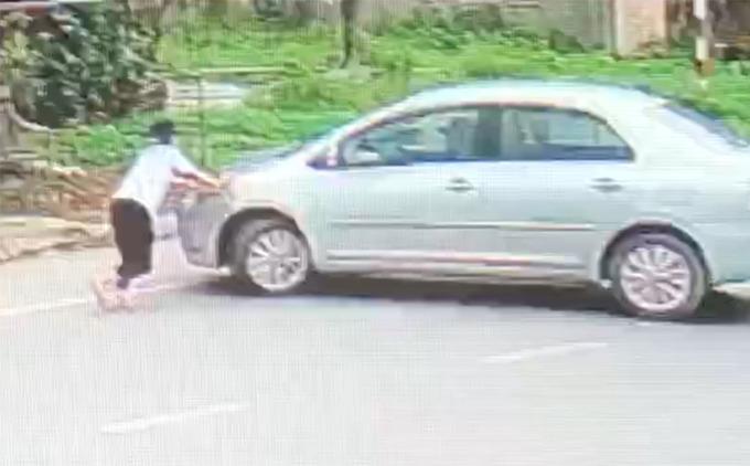 Bắt giữ đối tượng điều khiển ô tô tông ngã nữ sinh lớp 9 để cướp 2 két bia  - Ảnh 1.