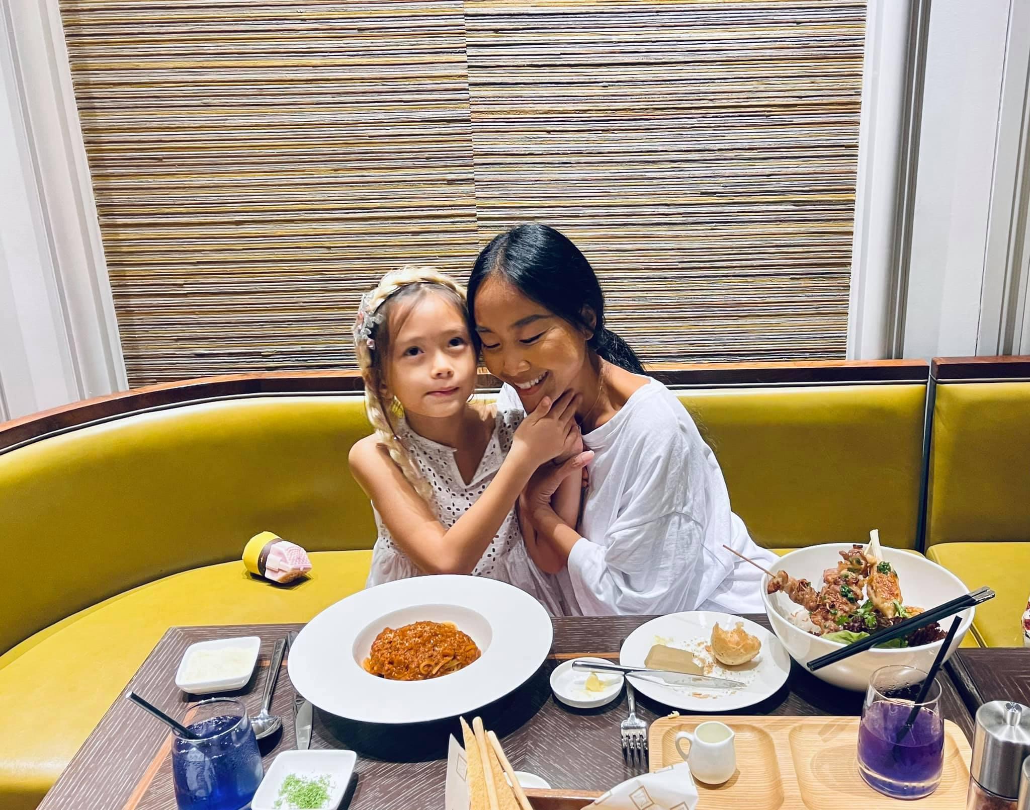 Con gái Đoan Trang bùng nổ visual qua bộ ảnh mẹ chụp, mới bé xíu mà thần thái và nhan sắc ra dáng mỹ nhân Vbiz tương lai! - Ảnh 6.
