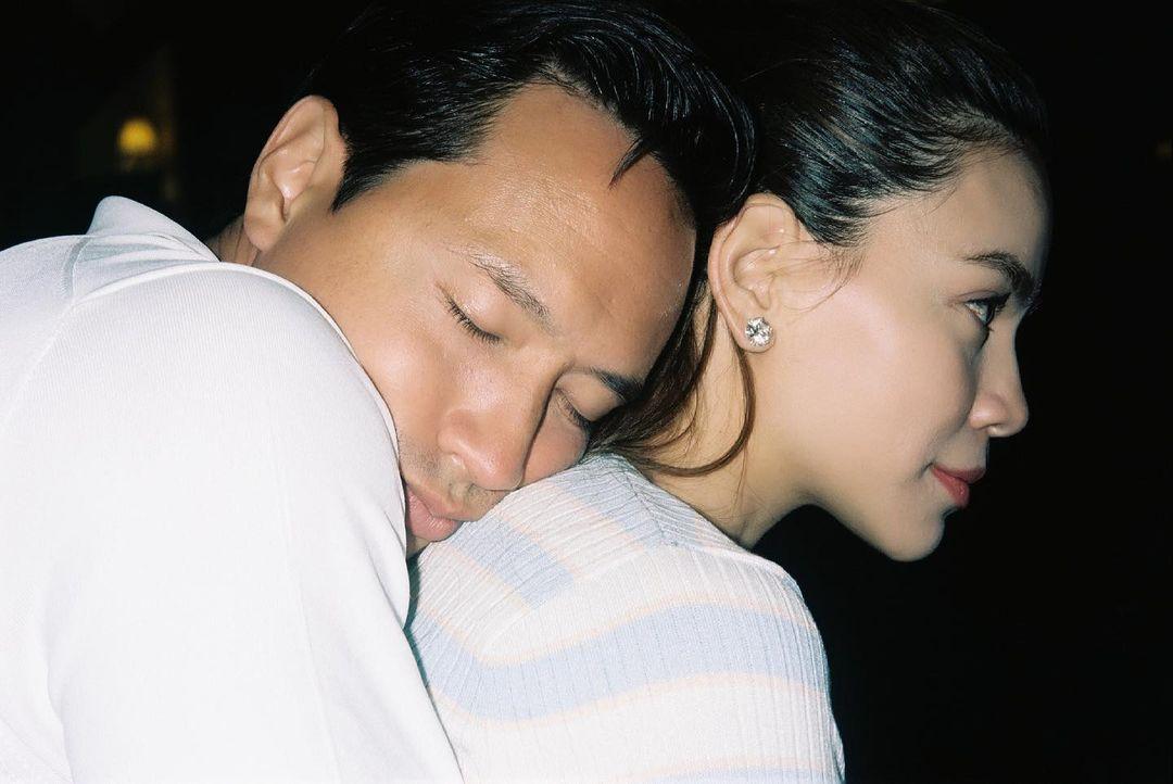 """Hồ Ngọc Hà và Kim Lý lại khiến dân tình """"ghen nổ mắt"""" vì hành động không thể ngọt ngào hơn - Ảnh 1."""