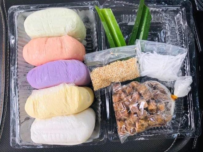 Gần Tết Hàn thực, bột bánh trôi ngũ sắc hút khách - Ảnh 3.