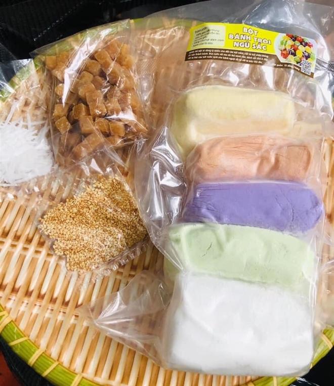 Gần Tết Hàn thực, bột bánh trôi ngũ sắc hút khách - Ảnh 2.