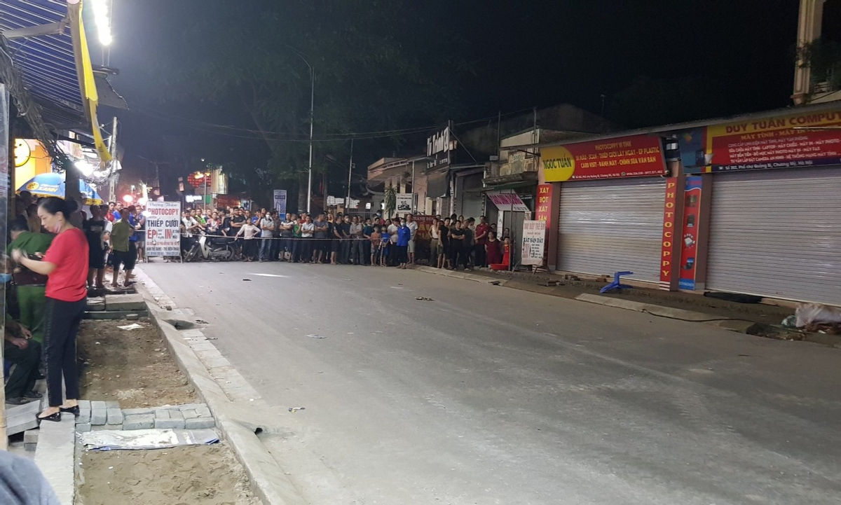 """Cận cảnh hố tử thần sâu 5m """"nuốt"""" nhà dân ở Hà Nội - Ảnh 8."""