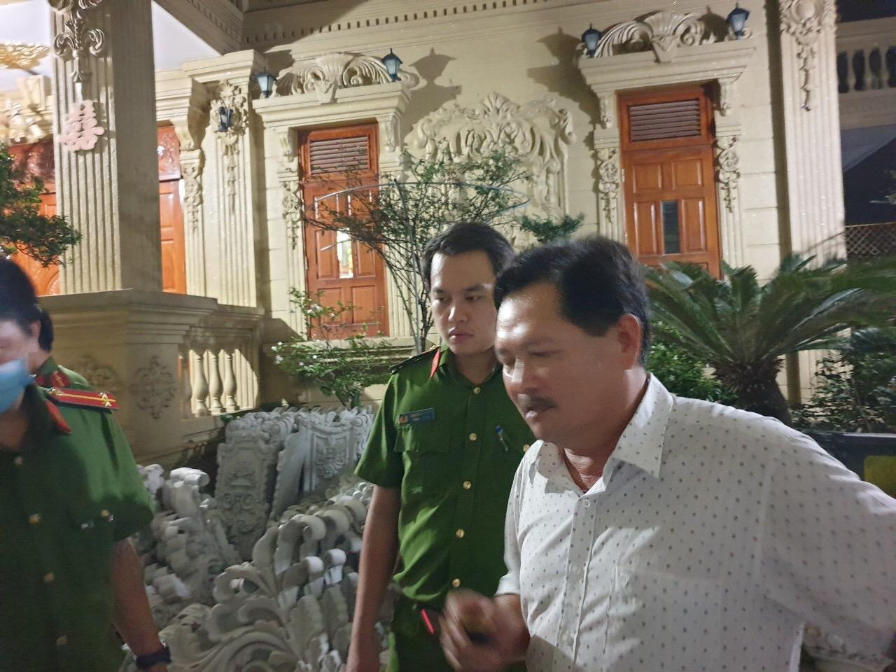 """Nữ đại gia Vũng Tàu - vợ diễn viên vừa bị bắt liên quan thế nào với ông chủ biệt thự dát vàng Thiện """"Soi""""? - Ảnh 2."""