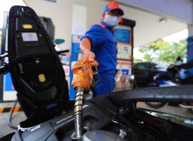 Giá xăng có thể tăng vọt vào ngày mai - Ảnh 1.