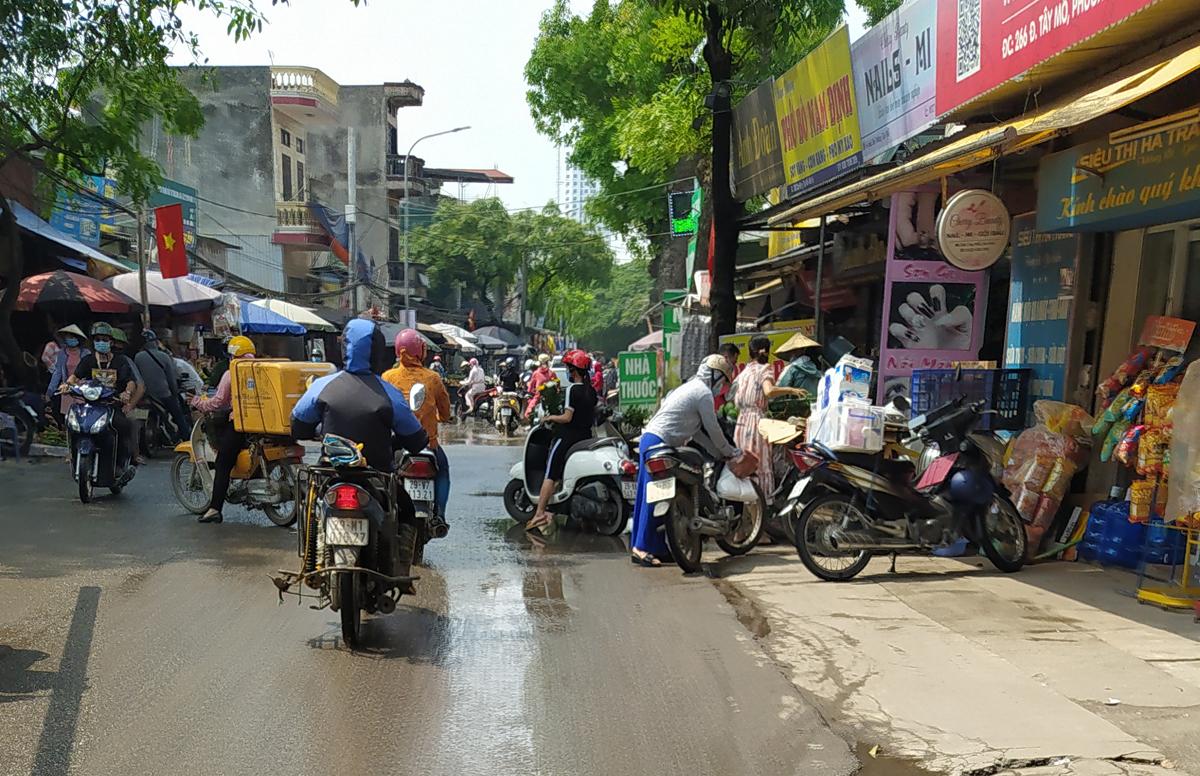 Chợ cóc vẫn hoạt động rầm rộ sau khi Hà Nội ban hành lệnh cấm để chống dịch COVID-19 - Ảnh 15.