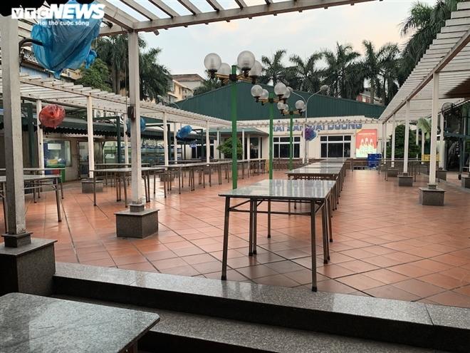 Cận cảnh loạt quán bia lớn ở Hà Nội 'vườn không nhà trống' giữa mùa hốt bạc - Ảnh 2.
