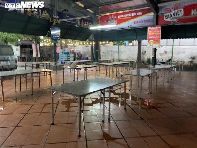 Cận cảnh loạt quán bia lớn ở Hà Nội 'vườn không nhà trống' giữa mùa hốt bạc - Ảnh 3.