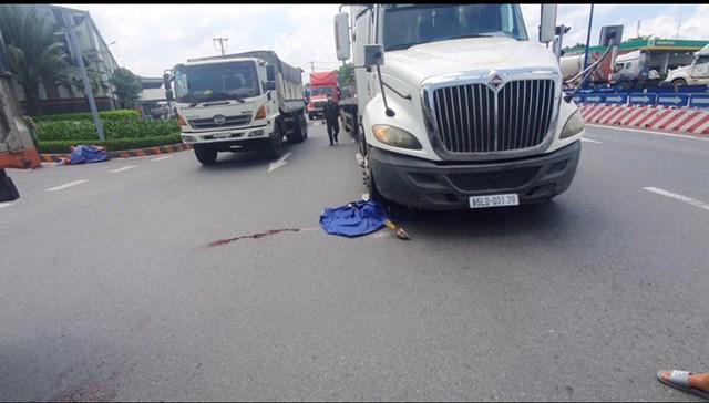 Xe máy chở 3 cô gái tự gây tai nạn, 2 người chết tại chỗ, 1 người nguy kịch - Ảnh 2.