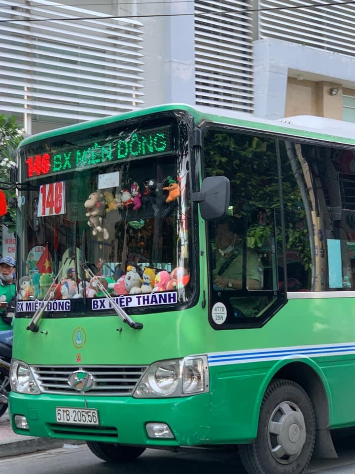 Dân mạng phát cuồng với chuyến xe buýt treo đầy thú bông vì lý do bác tài đam mê gắp thú  - Ảnh 2.
