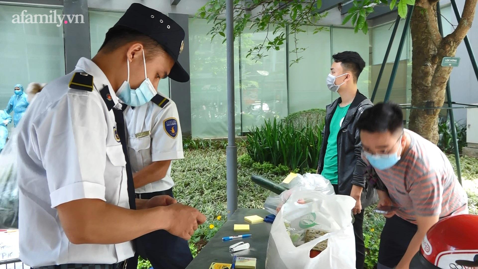 Hà Nội: Phong tỏa tòa nhà chung cư cao cấp nơi bệnh nhân người Ấn Độ nghi nhiễm Covid-19 - Ảnh 1.