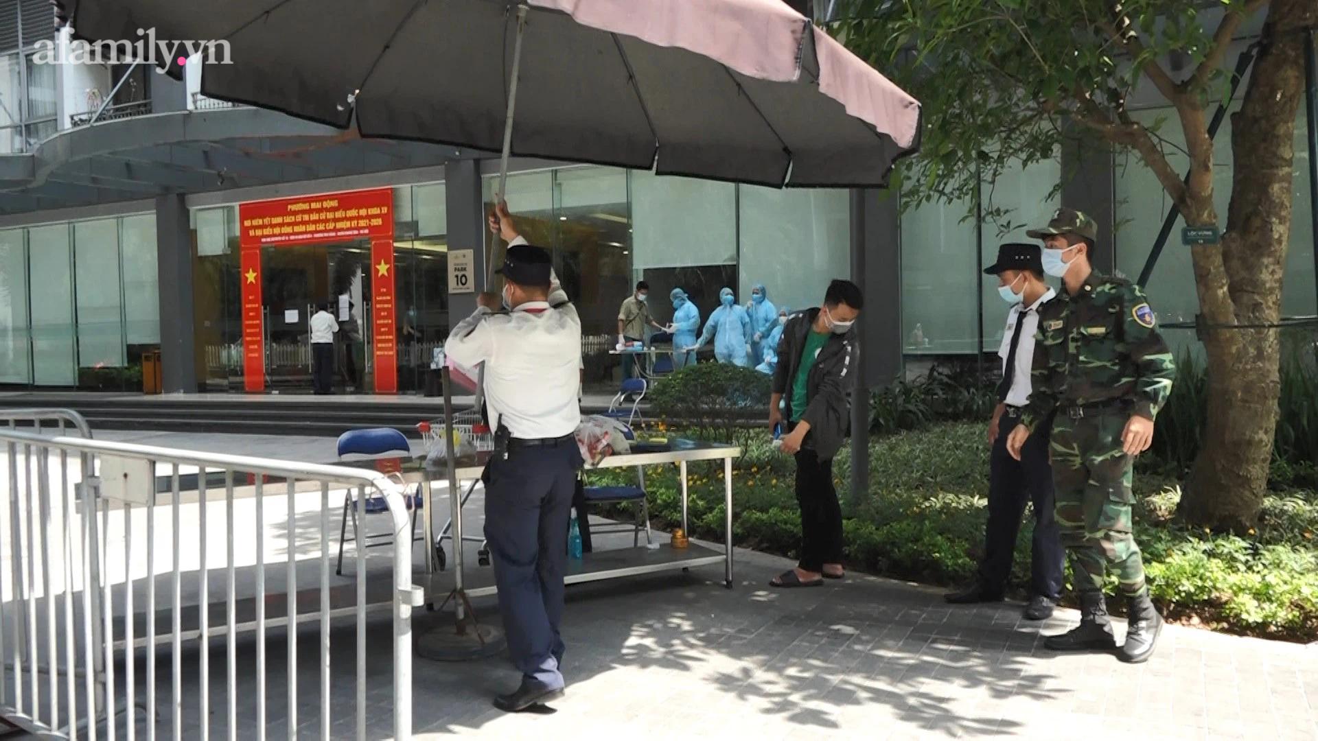Hà Nội: Phong tỏa tòa nhà chung cư cao cấp nơi bệnh nhân người Ấn Độ nghi nhiễm Covid-19 - Ảnh 8.