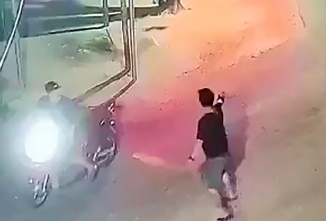 Nổ súng, vác dao đuổi chém nhau kinh hoàng ở Quảng Ngãi - Ảnh 1.