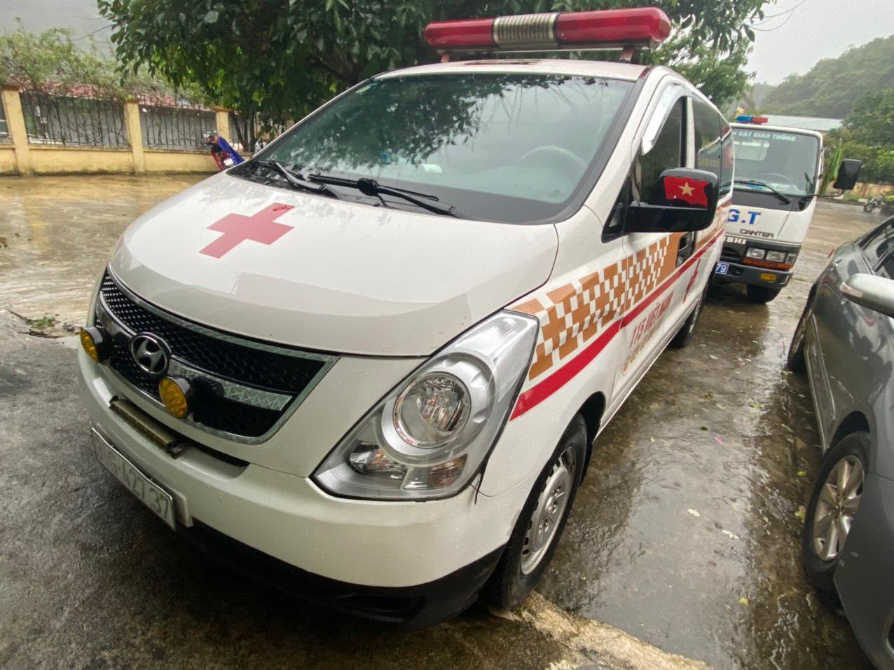 """Phát hiện xe cấp cứu chở """"chui"""" 12 người từ Bắc Ninh về Sơn La - Ảnh 3."""