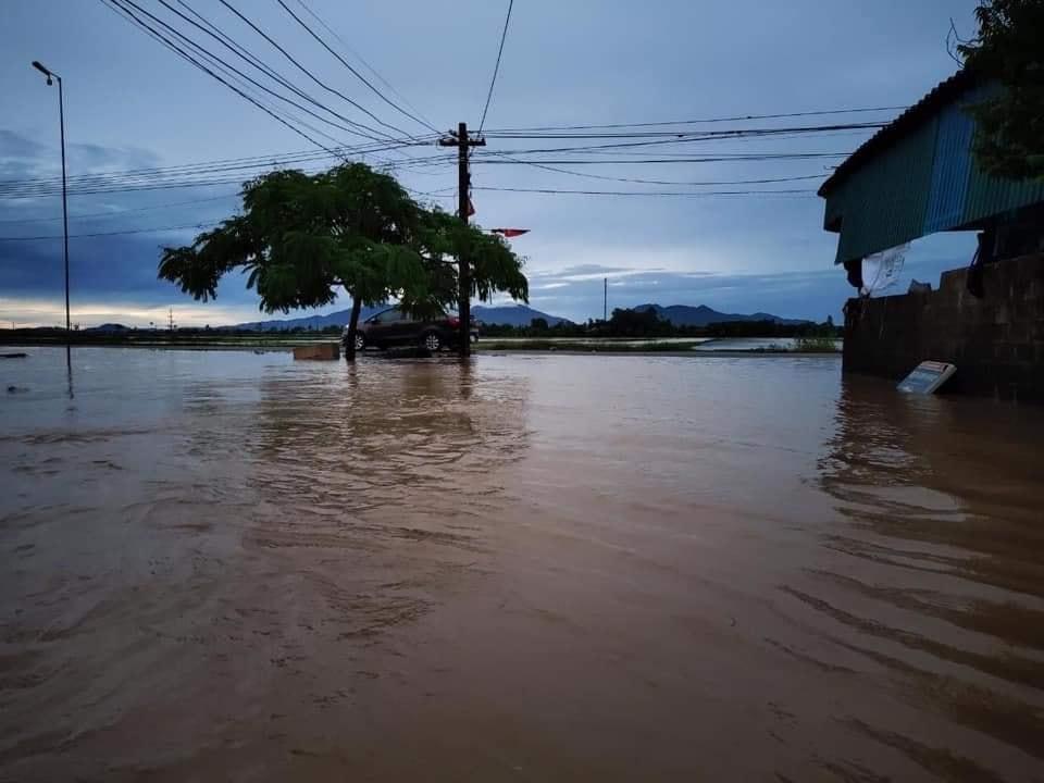 """Bão số 2 """"lướt qua"""" gây thiệt hại tại nhiều địa phương, vùng dịch Hà Tĩnh ngập lụt nghiêm trọng - Ảnh 2."""