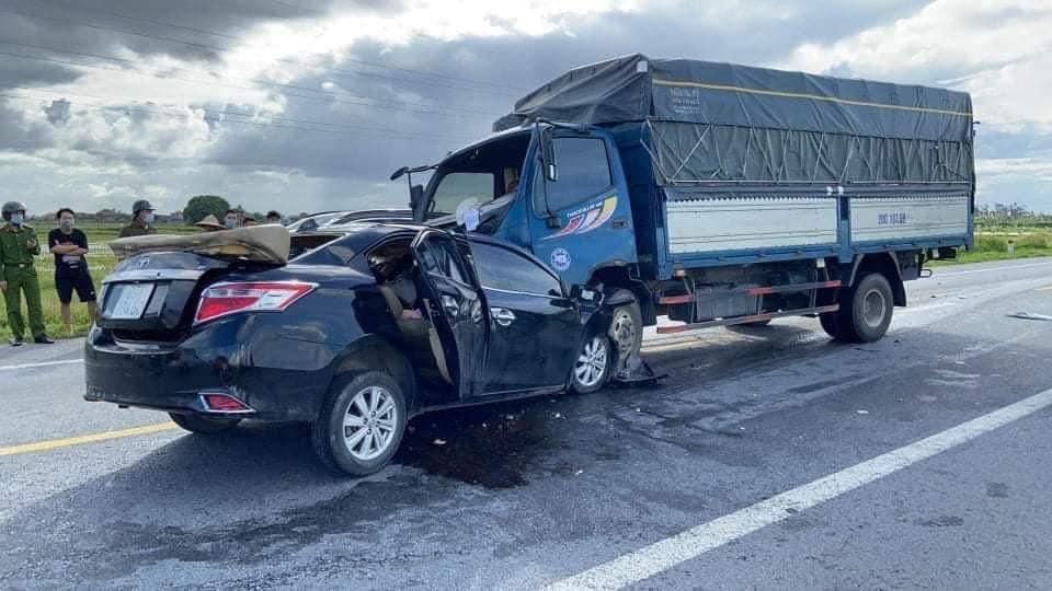 Clip: Khoảnh khắc ô tô chạy tốc độ cao, đâm trực diện xe tải khiến 3 người tử vong tại chỗ  - Ảnh 4.