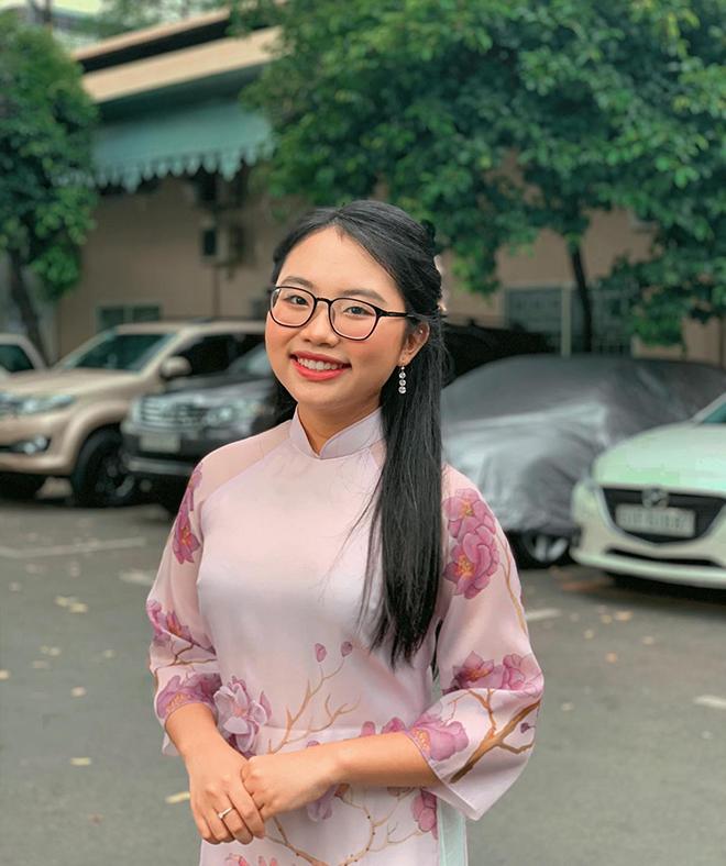 Phương Mỹ Chi lớn phổng phao, thích mặc đồ khoe vai trần - Ảnh 2.
