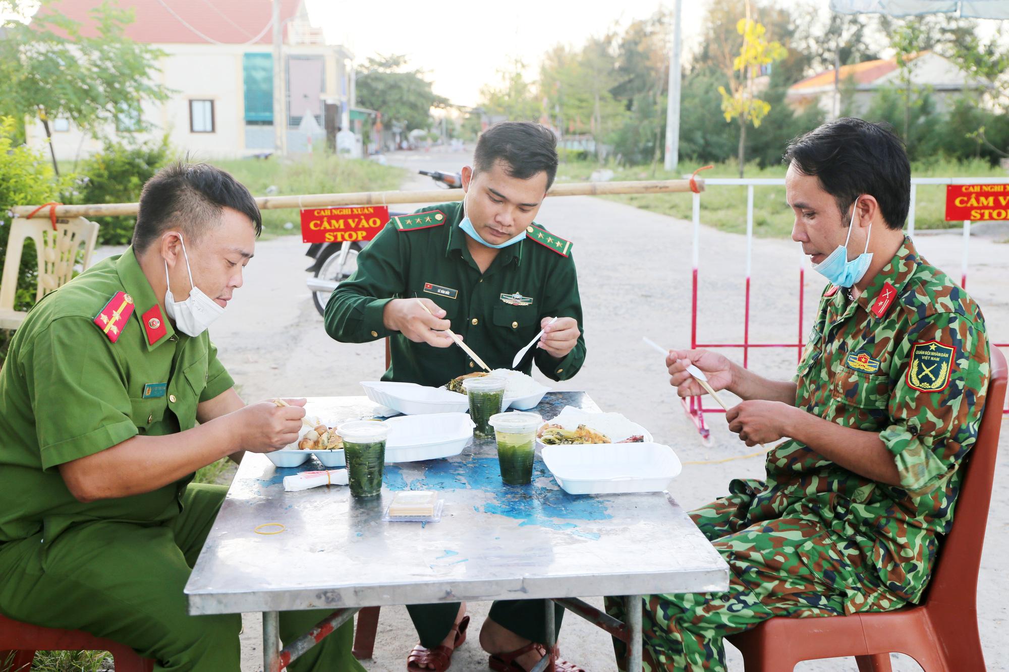 Cuộc sống người dân làng xuất ngoại ở Hà Tĩnh sau ngày phong tỏa - Ảnh 5.