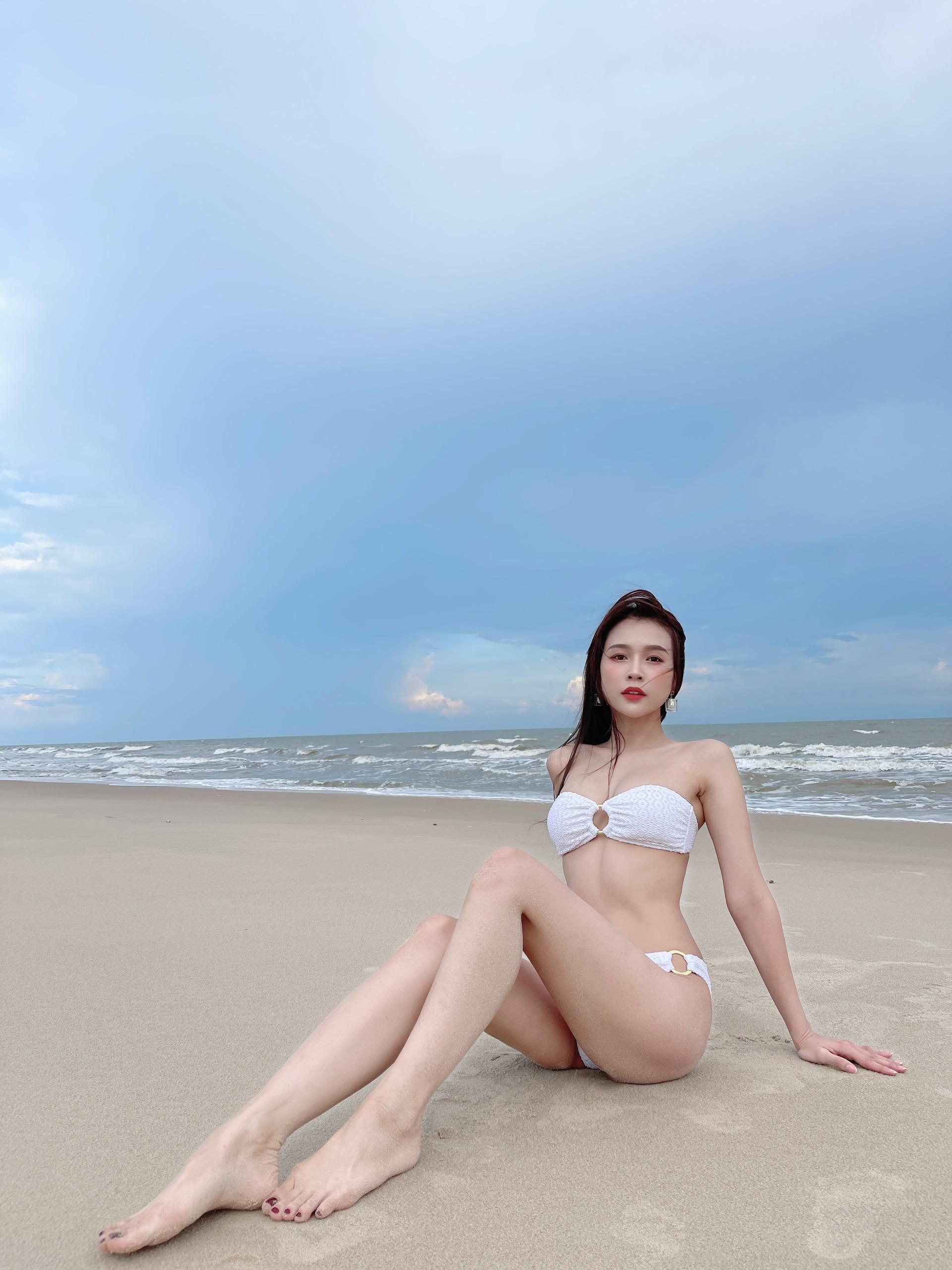 Lần hiếm hoi khoe ảnh bikini, Sam gây bão vì quá gợi cảm - Ảnh 4.