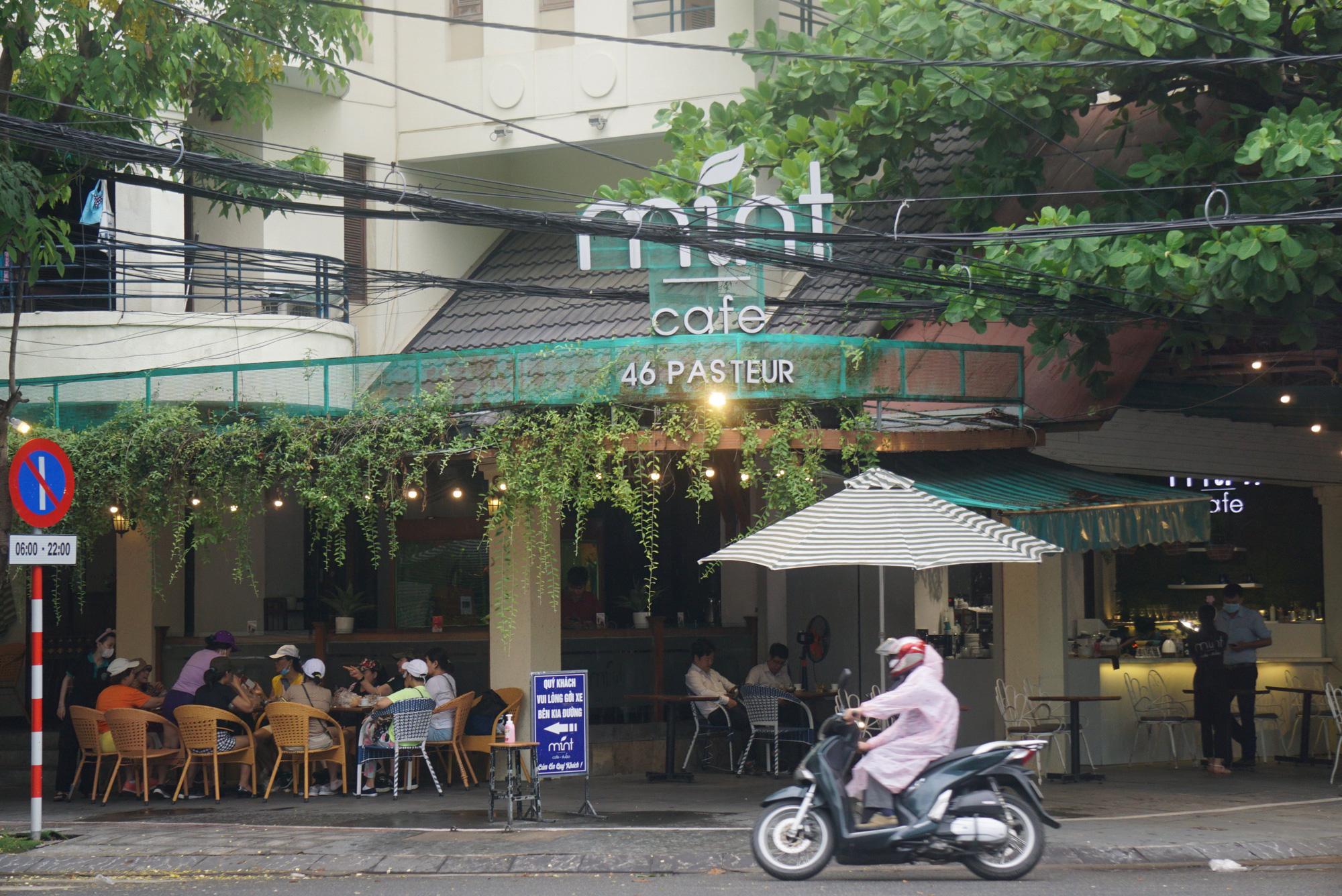Người Đà Nẵng được tắm biển sau 21 ngày không có ca nhiễm Covid-19 - Ảnh 8.