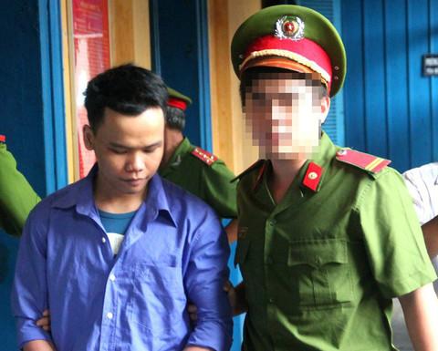 Tử tù mắc COVID-19 trốn trại vừa mới bị bắt sẽ bị xử lý thế nào? - Ảnh 1.