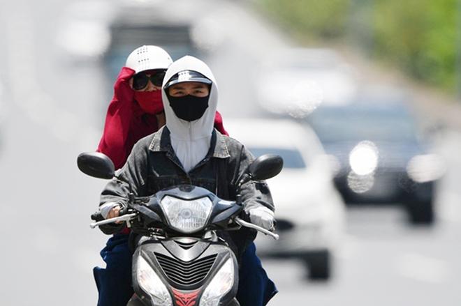 Nắng nóng kinh hoàng và kéo dài nhiều ngày ở miền Bắc, Hà Nội như chảo lửa, nền nhiệt cao nhất 38 độ C - Ảnh 1.