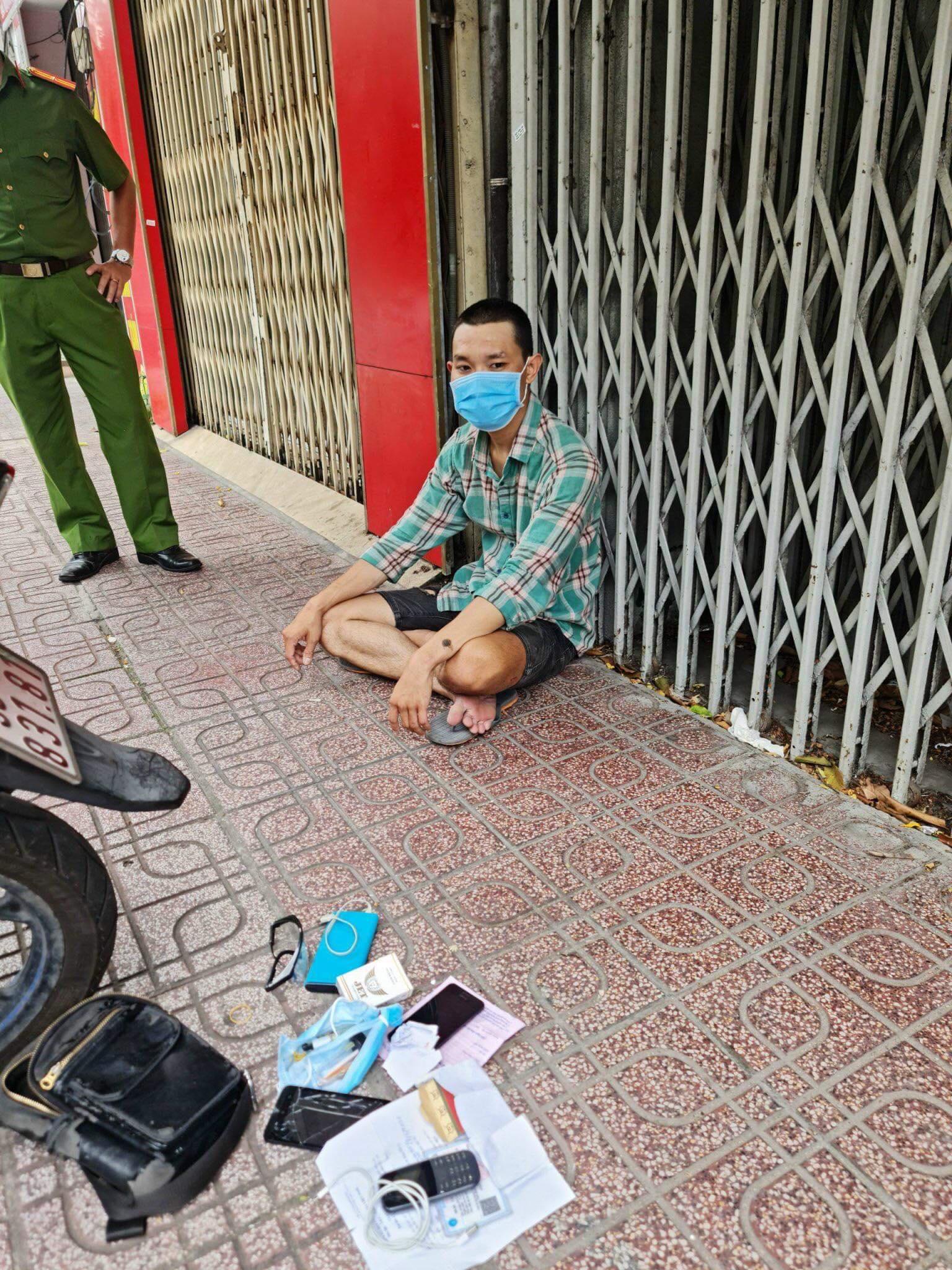 TP.HCM: Thanh niên ra đường cướp giật trong lúc giãn cách xã hội, âm tính với SARS-CoV-2 nhưng dương tính ma túy - Ảnh 1.