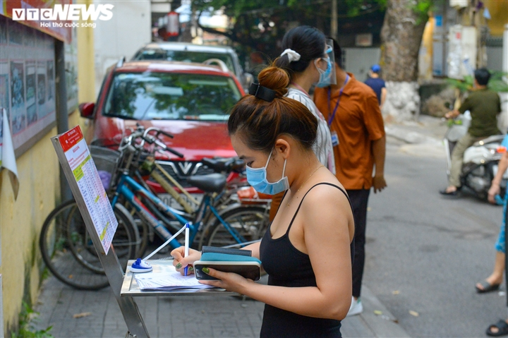 Bên trong điểm bán hàng lưu động mở ngay giữa sân trường ở Hà Nội - Ảnh 6.