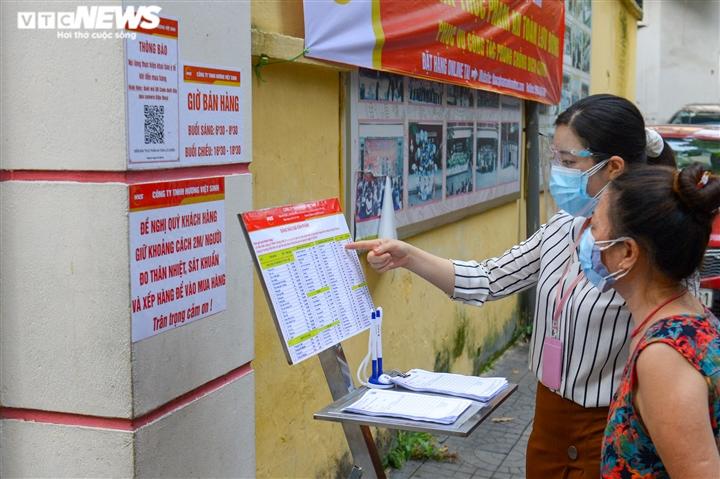 Bên trong điểm bán hàng lưu động mở ngay giữa sân trường ở Hà Nội - Ảnh 5.