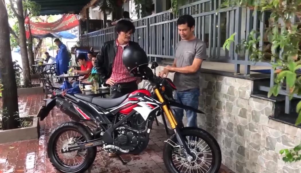 Tiết Cương: Nghệ sĩ Công Ninh vất vả vì đam mê xe mô tô - Ảnh 1.