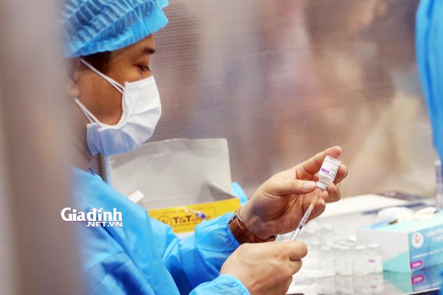 Mới chỉ hơn 780.000 người dân Hà Nội tiêm đủ 2 mũi vaccine COVID-19, đạt 13% - Ảnh 1.