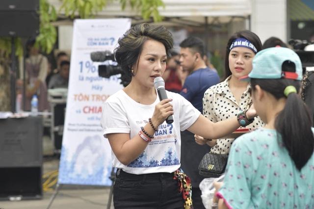 Ca sĩ Thái Thùy Linh nói về việc từ thiện: Công chúng đòi hỏi ở nghệ sĩ nhiều quá - Ảnh 1.