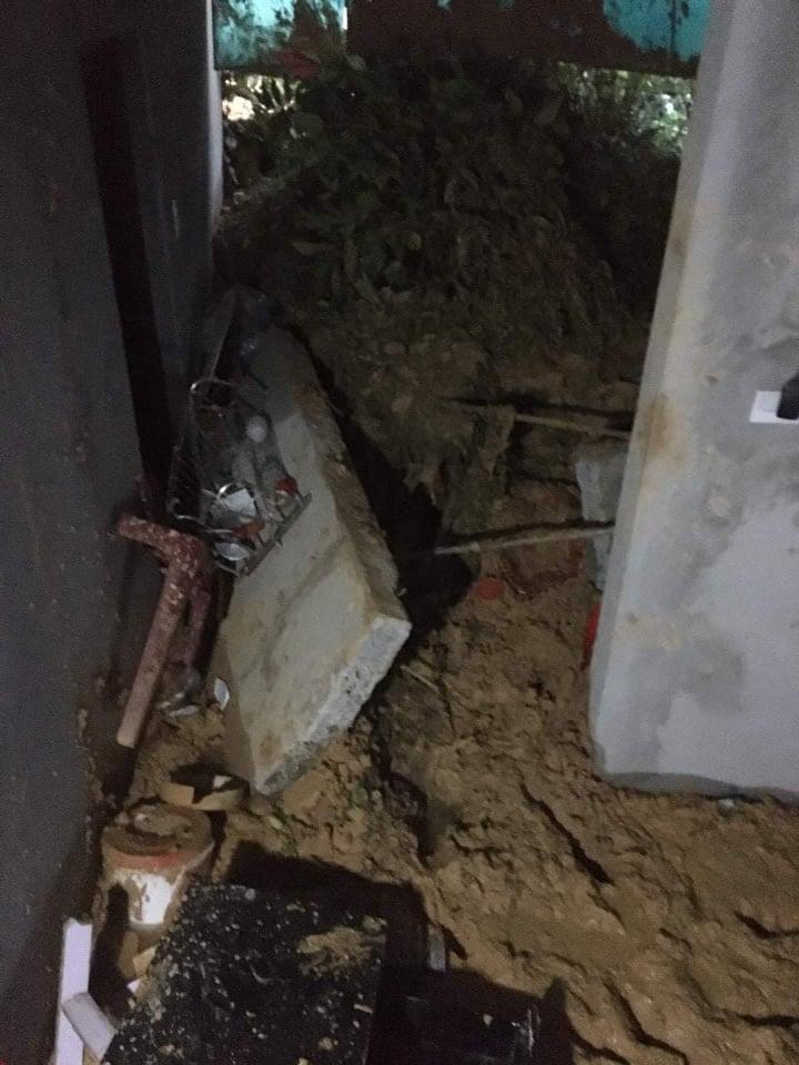 Hà Tĩnh: Sạt lở đất nghiêm trọng khiến 2 trẻ em bị thương  - Ảnh 1.