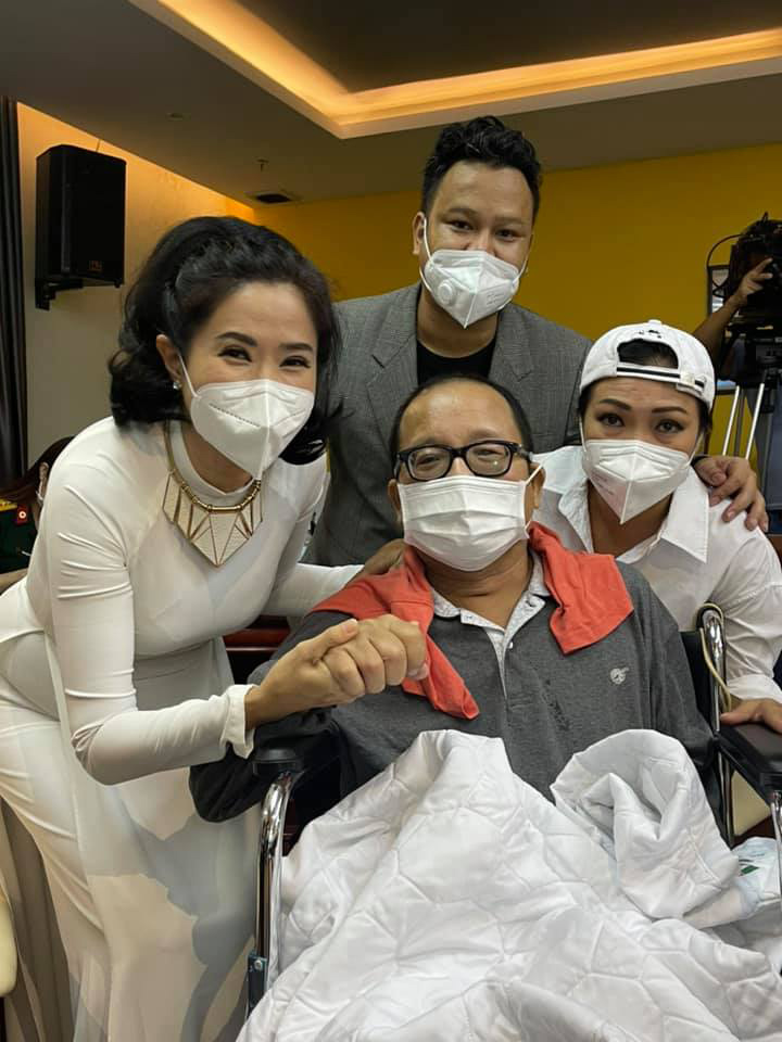 Nghệ sĩ Trần Mạnh Tuấn cai máy thở, giành lại sự sống sau hơn 1 tháng cấp cứu - Ảnh 4.