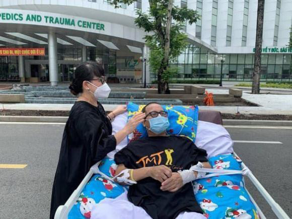 Nghệ sĩ Trần Mạnh Tuấn cai máy thở, giành lại sự sống sau hơn 1 tháng cấp cứu - Ảnh 3.