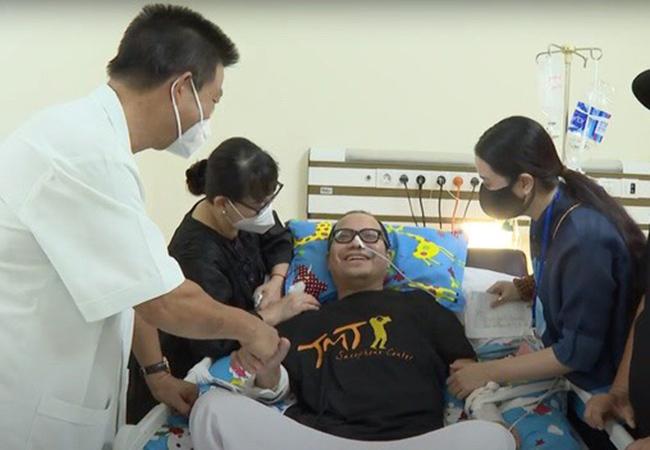 Nghệ sĩ Trần Mạnh Tuấn cai máy thở, giành lại sự sống sau hơn 1 tháng cấp cứu - Ảnh 2.