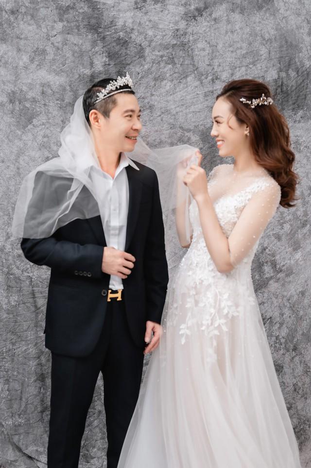 Ngọc Trinh hóa tiểu thư sang chảnh, Công Lý tung ảnh cưới hài hước - Ảnh 2.